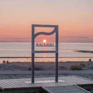 Selfiepaikka Kalajoen hiekkasärkillä.