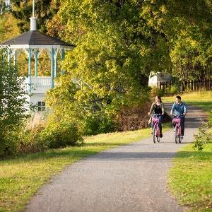 Pyöräillen Oulun puistoissa