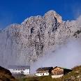 Gruttenhütte 1620 m mit Nebelschwaden