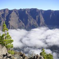Blick in die Caldera und die Cumbre de los Andenes, die in der Tour überquert wird