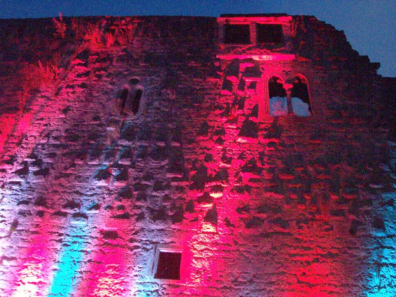 Burg Leofels beleuchtet   - © Quelle: Antje Kunz