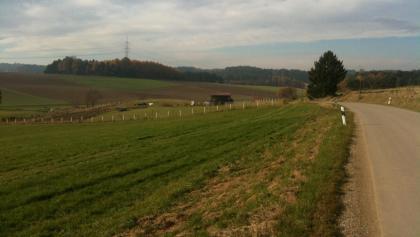 Die Tour führt durch Hügelland abseits stark befahrener Straßen