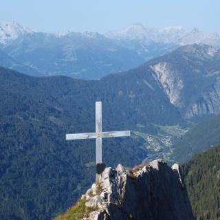 Am Gipfelkreuz der Blisadona