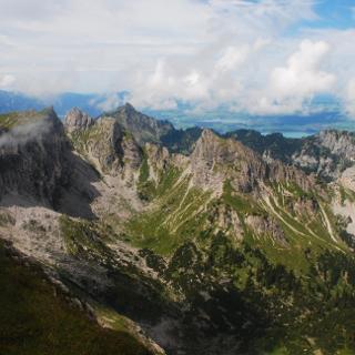 Blick auf Krähe, Gumpenkarspitze und Geiselstein