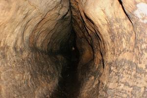 Foto Wer keine Platzangst hat, kann im Labyrinth durch extrem enge Felsengassen kraxeln