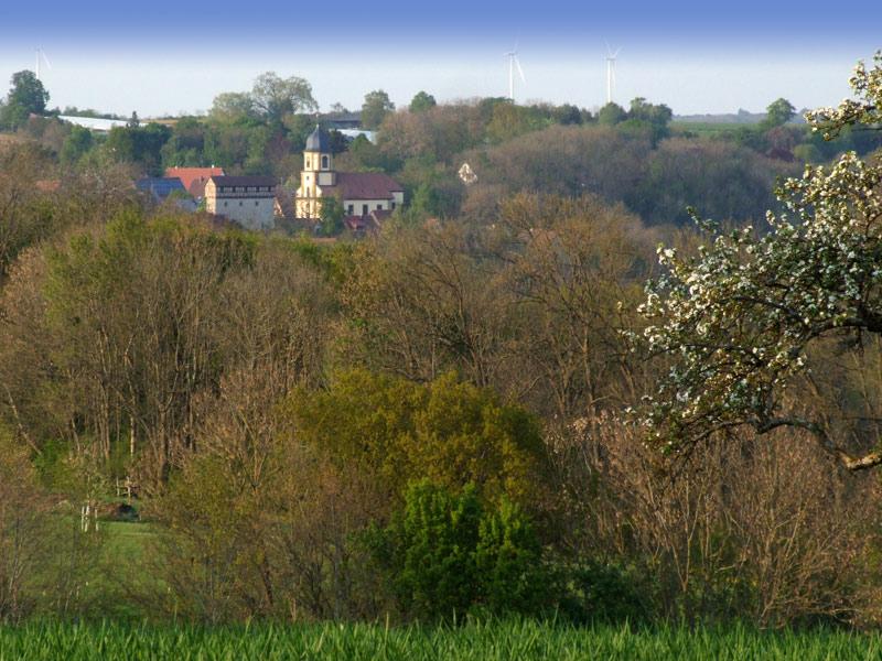 Blick auf die Burg Amlishagen (links) und die Schlosskirche (rechts)   - © Quelle: Antje Kunz