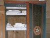 Ein Wäschekasten aus der Werkstatt Schönhut in Oberhof zeigt die Aussteuer einer Braut   - © Quelle: Karl-Heinz Wüstner, Ilshofen