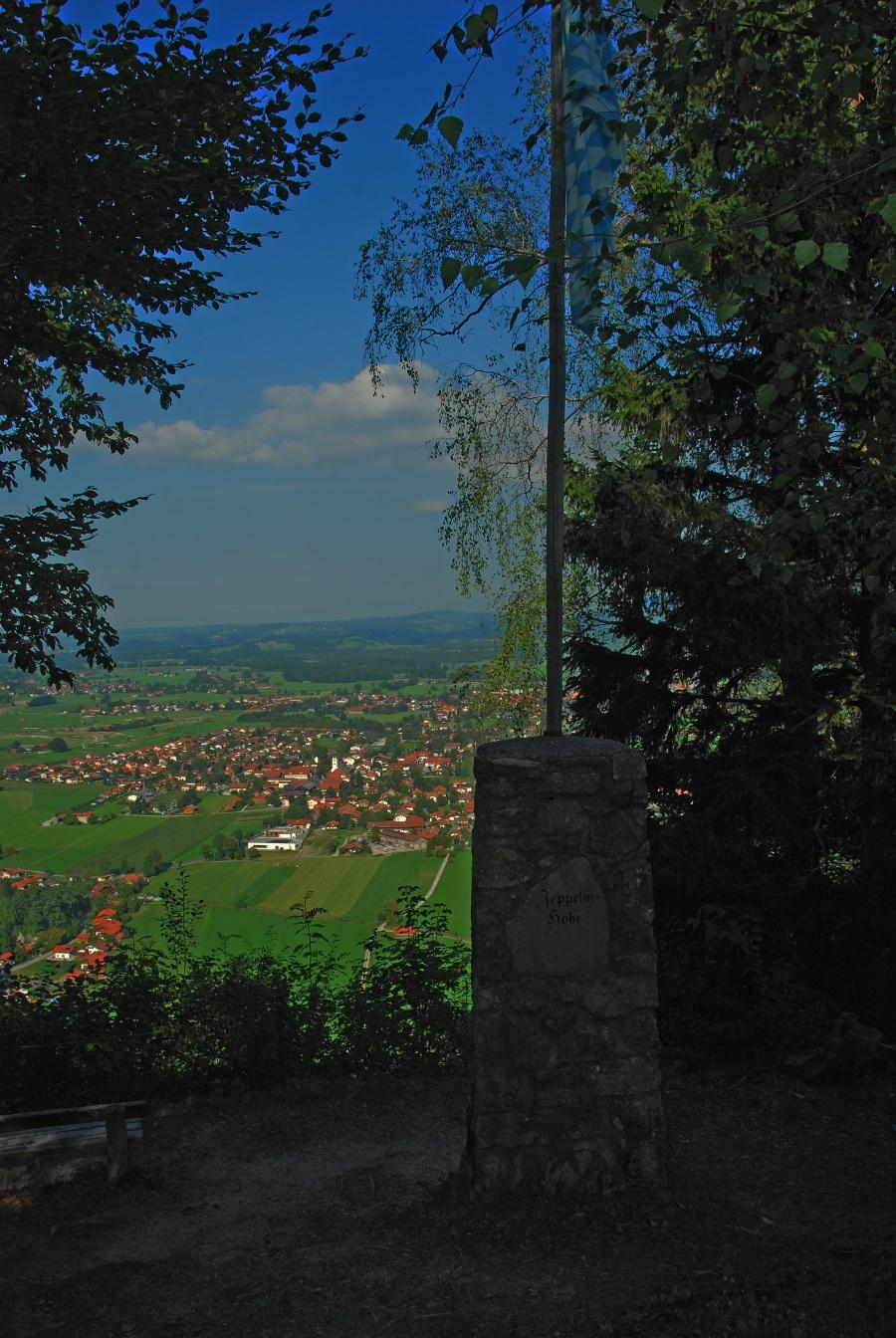 Denkmal und Aussicht-©Autor: Christiane Lindlacher, Quelle: Olaf Gruß