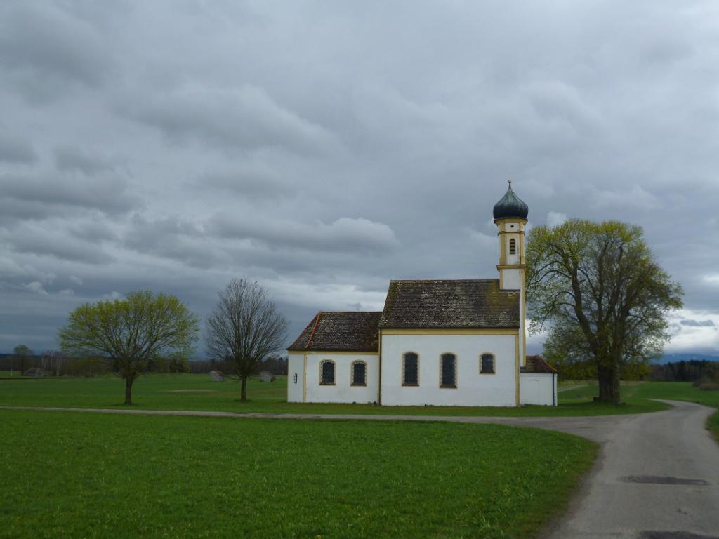 Die ehemalige Wallfahrtskapelle St. Johann südlich von Raisting. (Monika Heindl)