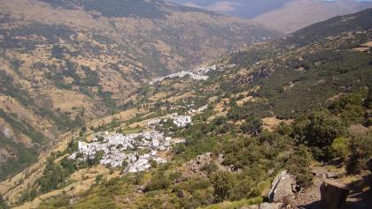 Blick auf Bubión (u.) und Capileira, dunkle Bergspitze re.: Pico de la Veleta