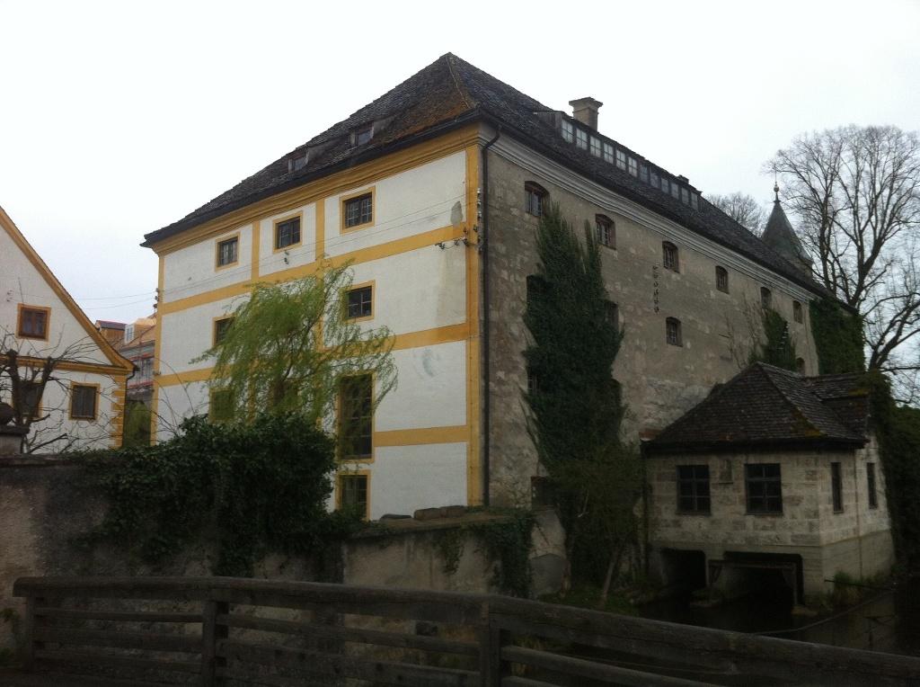 Der literarische Themenweg wir von historischen Gebäuden gesäumt (Antonie Schmid)