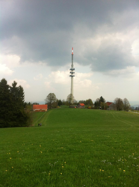 Die Rundfunksendeanlage auf dem Hohen Peißenberg ist das Erkennungszeichen des Berges. (Antonie Schmid)