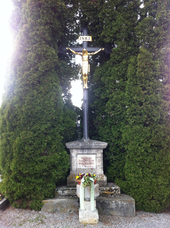 Kreuz im Friedhofsgelände (Antonie Schmid)