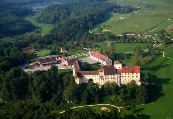 Luftbild von Schloss Langenstein