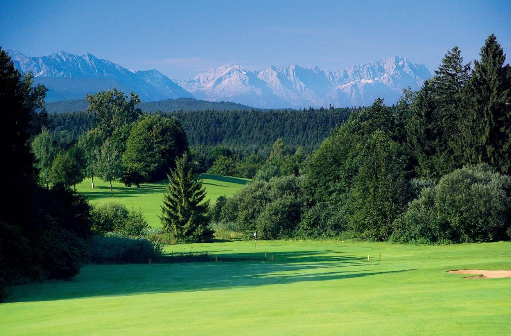 Auf dem Weg passieren wir den Golfplatz Ponholz ()