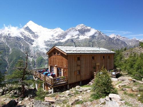 Cabane d'Europe (2'265 m)