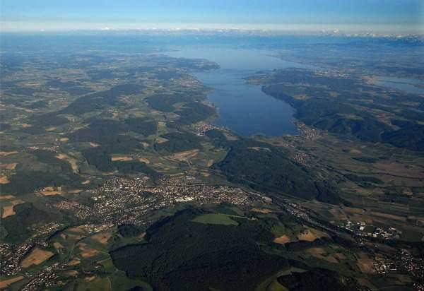Luftbild von Stockach mit Bodensee