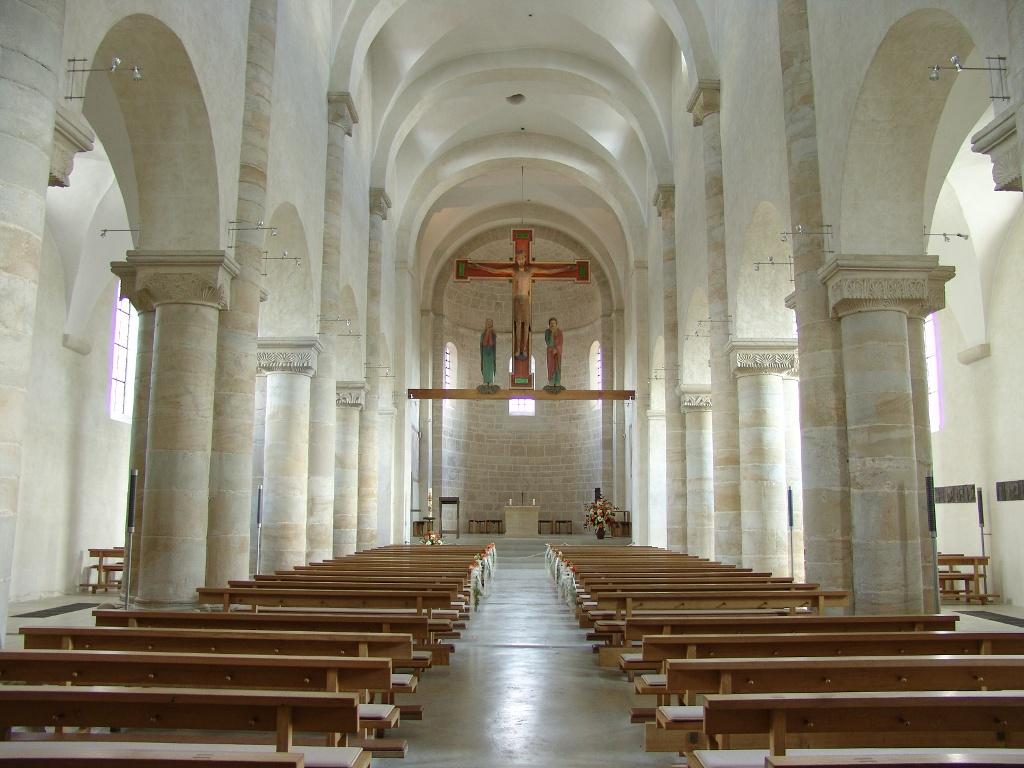 Hauptschiff der Basilika ()