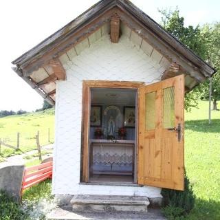 Außenansicht Kapelle Stein