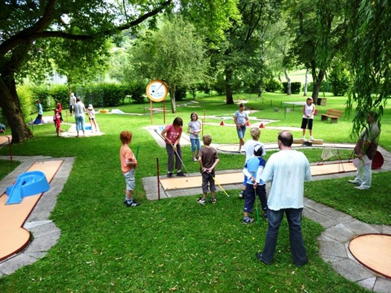 Minigolfanlage im Freibad   - © Quelle: Hohenlohe + Schwäbisch Hall Tourismus e.V.