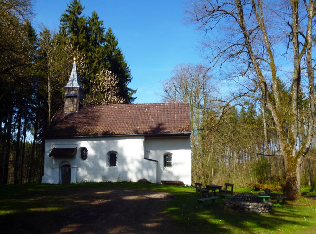 Die Pollingsrieder Kapelle liegt tief versteckt im Lauterbacher Wald. (Monika Heindl)