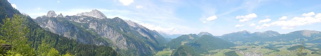 Panoramablick auf die umliegenden Berge bei Abtenau