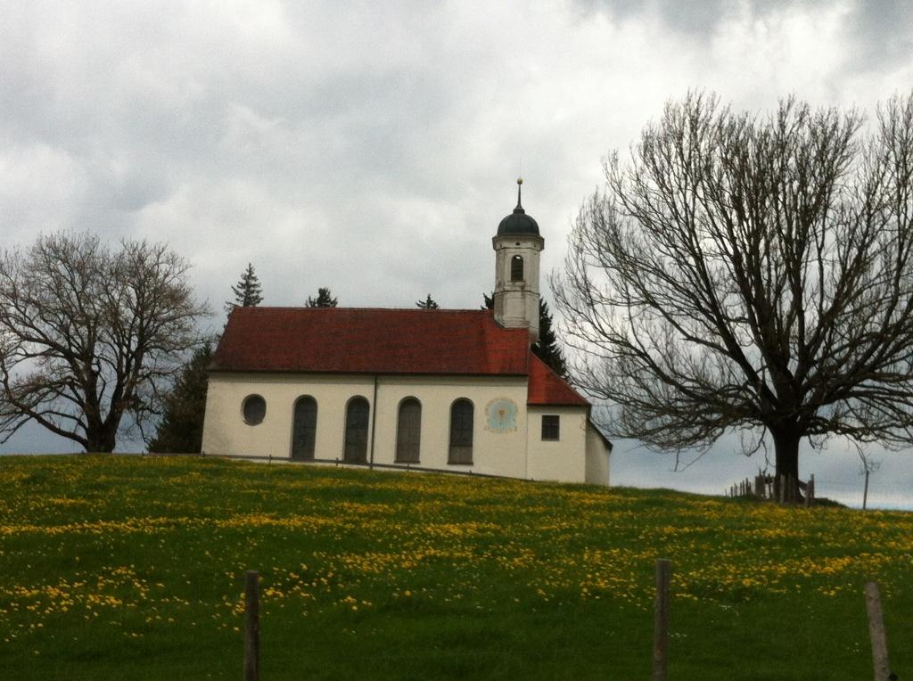 Heilig Kreuz Kirche auf dem Kreuzberg (Antonie Schmid)