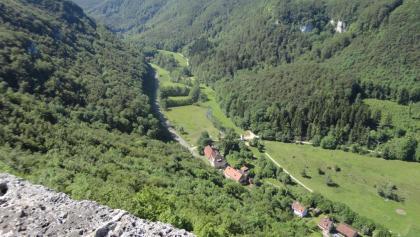Blick von der Ruine Hohenwittlingen auf die Georgenau