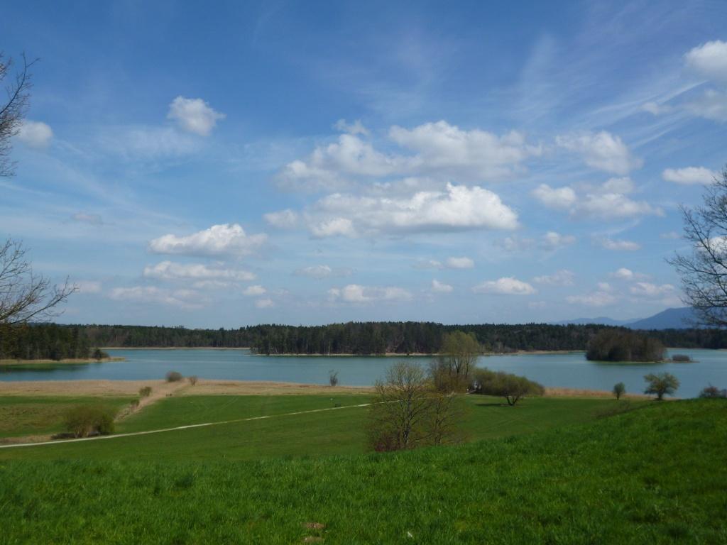 Weiter Blick über den Großen Ostersee nahe der Privatklinik Lauterbacher Mühle. (Monika Heindl)