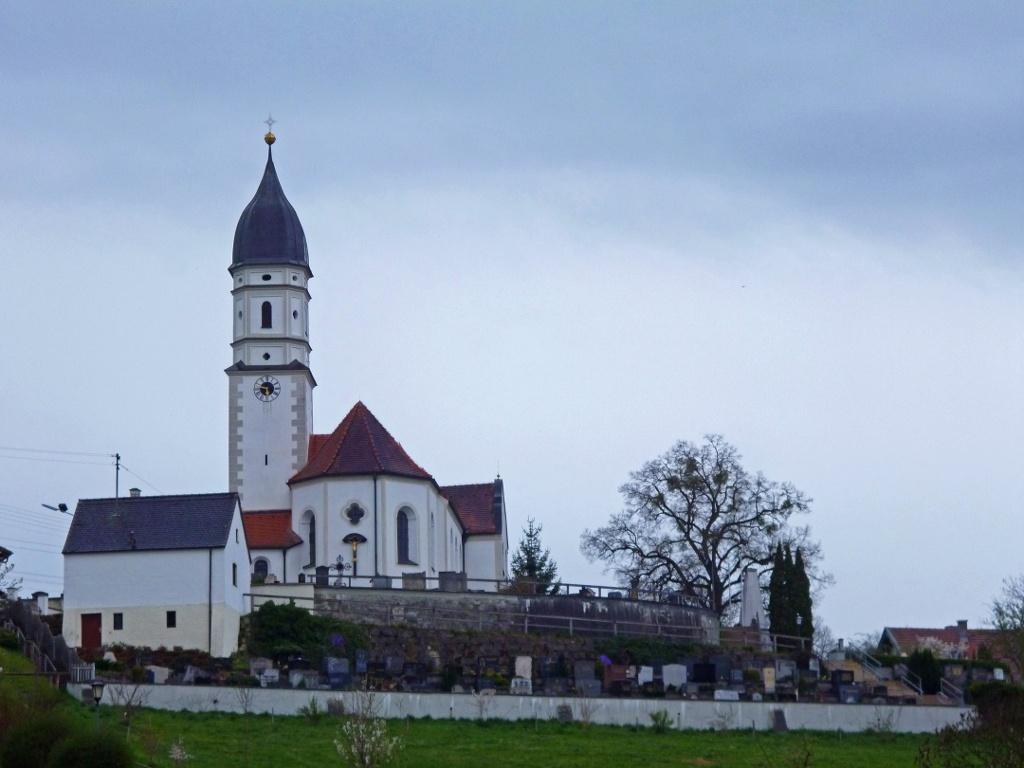 Wunderschöner Blick von Oberhausen auf die St. Mauritius-Kirche. (Monika Heindl)