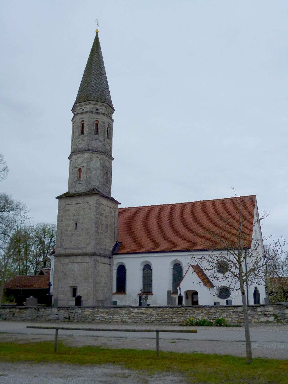 Die Kirche St. Michael im Oberhausener Ortsteil Berg. (Monika Heindl)