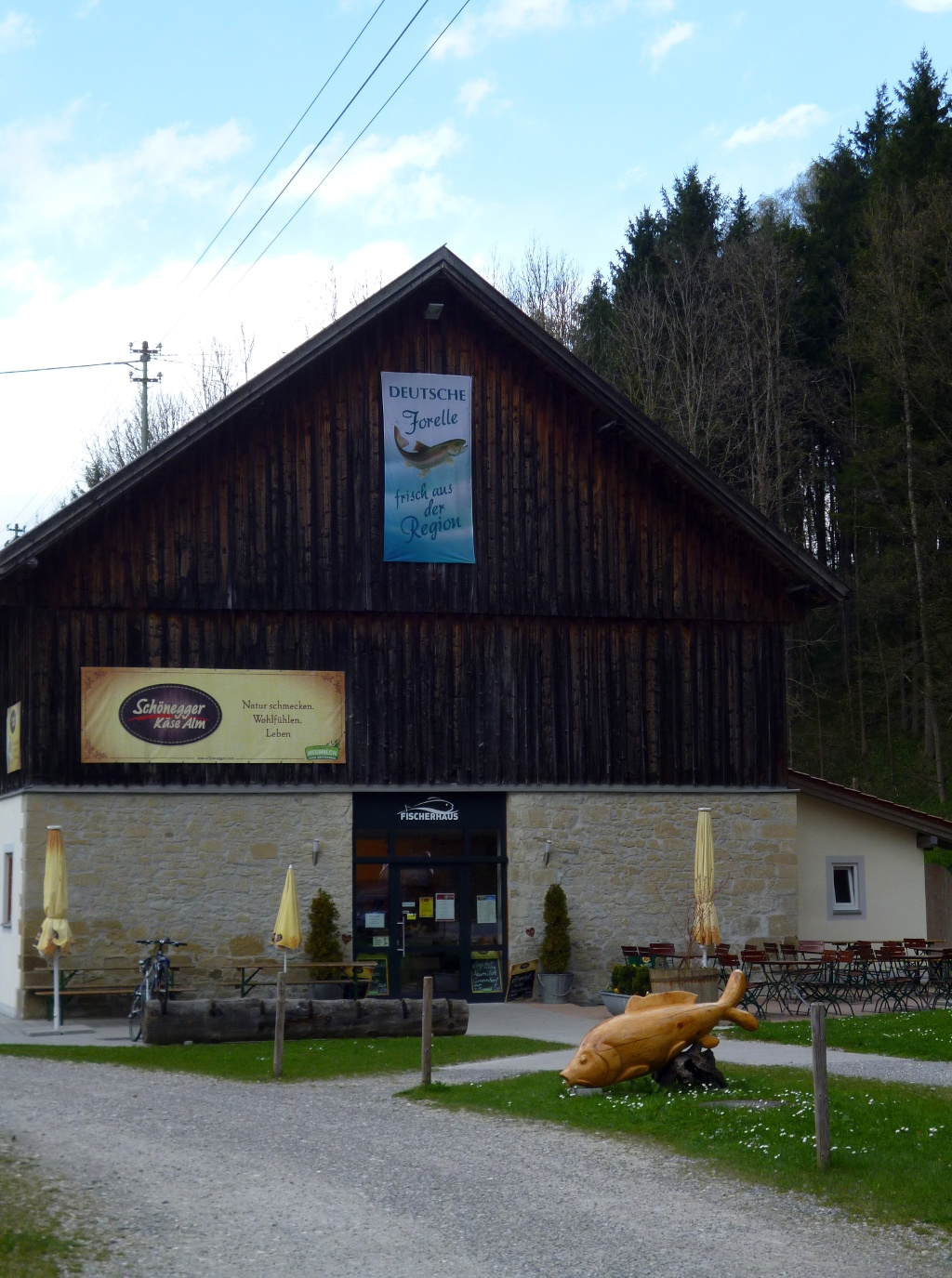 Das Fischerhaus Steingaden mit Schönegger Käse-Alm im Süden von Steingaden. (Monika Heindl)
