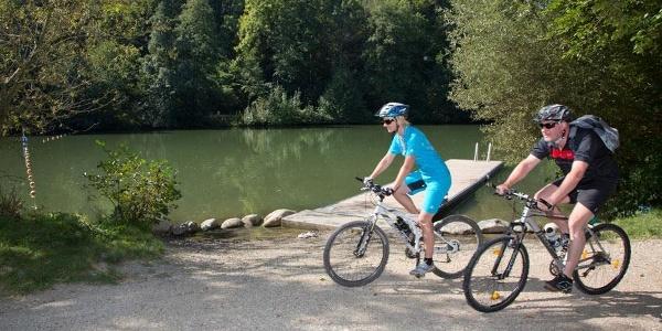 Radfahrer am Lauter-Alb-Lindach-Radweg
