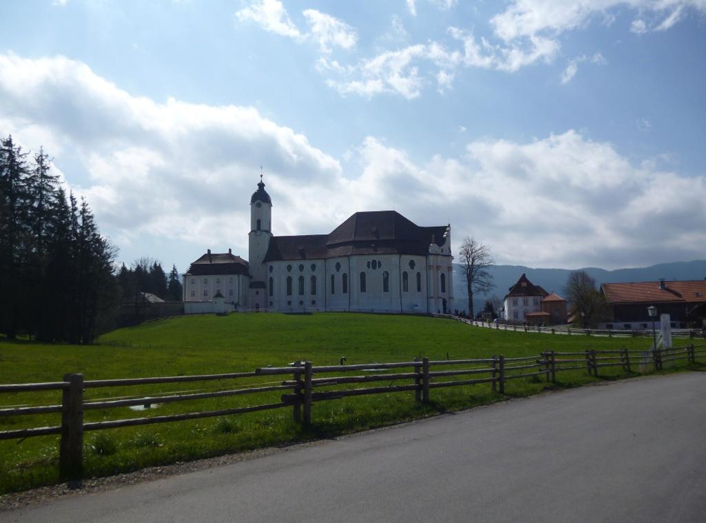 Traumhafter Blick von Norden auf die Wieskirche. (Monika Heindl)