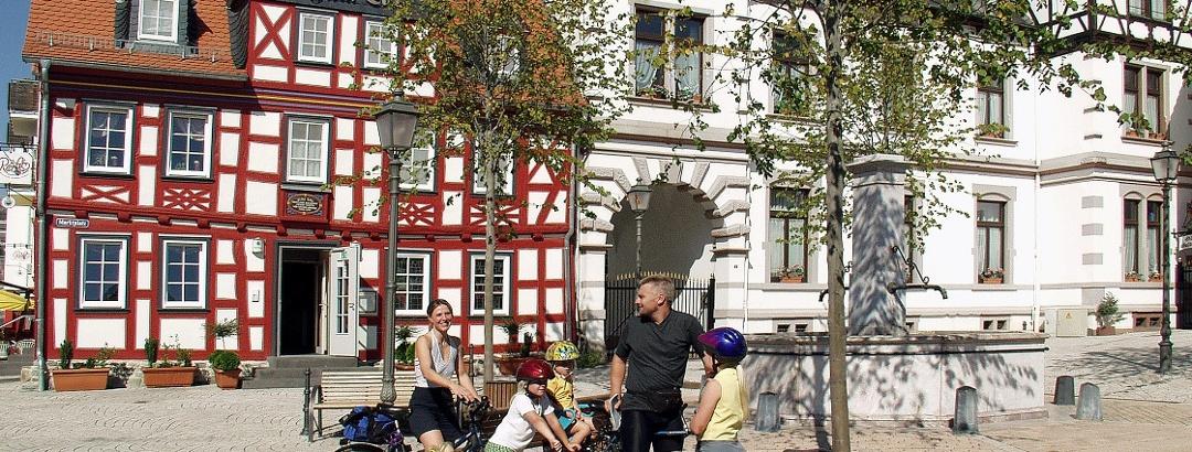 Radler-Rast am Marktplatz von Idstein.