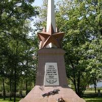 Obelisk auf dem Ehrenfriedhof in der Totale
