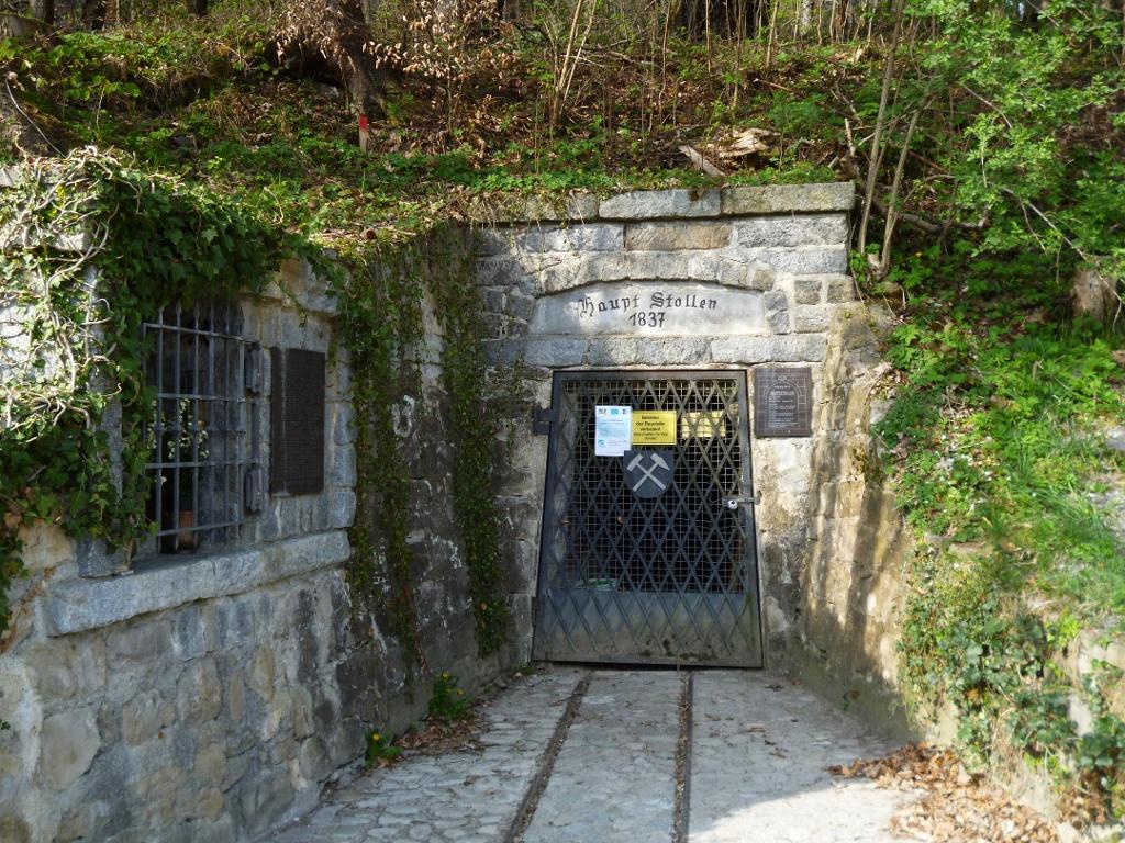 Der Hauptstollen, mit dem der systematische Abbau von Pechkohle am Hohen Peißenberg begann. (Monika Heindl)