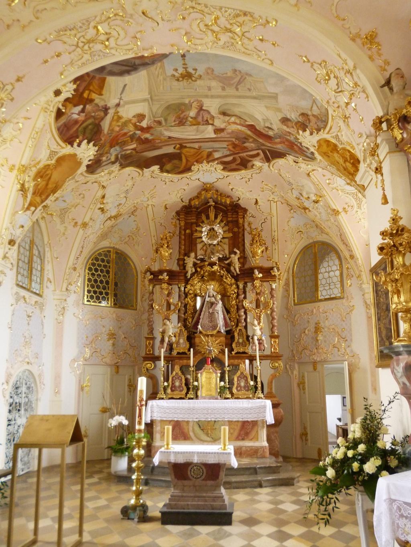 Die im Rokoko-Stil gehaltene Gnadenkapelle auf dem Hohen Peißenberg. (Monika Heindl)