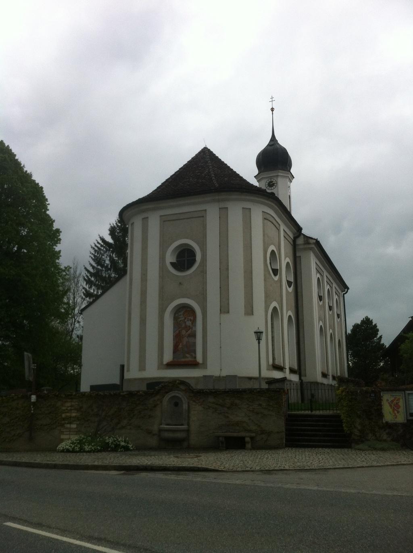 Kirche St. Margaretha in der Ortsmitte von Magentsried (Antonie Schmid)