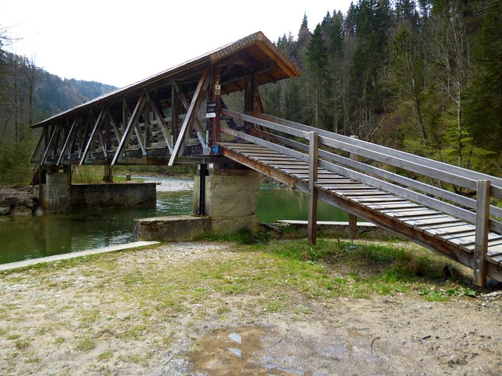 Der Kalkofensteg verbindet die Ammerschlucht westlich der Ammer mit der Schnalz östlich des Flusses. (Monika Heindl)