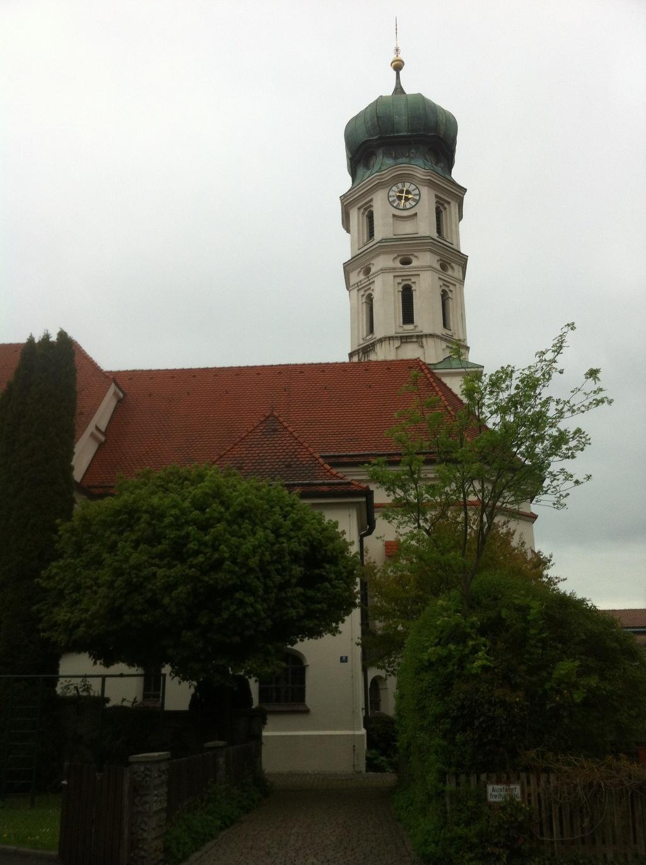Kirche St. Michael in der Ortsmitte von Seeshaupt ()