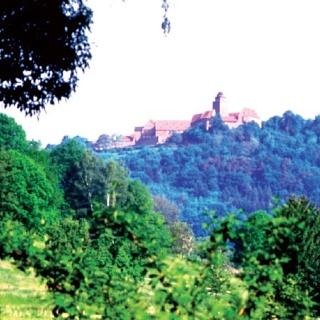 Die Burg Breuberg erhebt sich über dem Mümlingtal