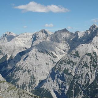 Blick vom Karwendel zu Pleisenspitze, Larchetkarspitze und Breitgrieskarspitze