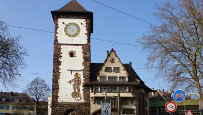 Schwabentor mit Schwabentorsteg zum Schlossberg