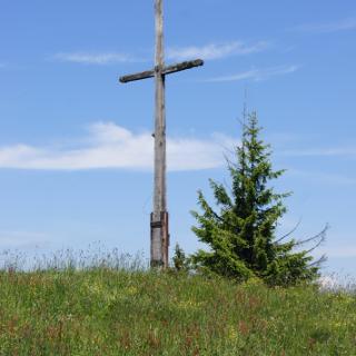 Am Gipfelkreuz des Rechelkopfs
