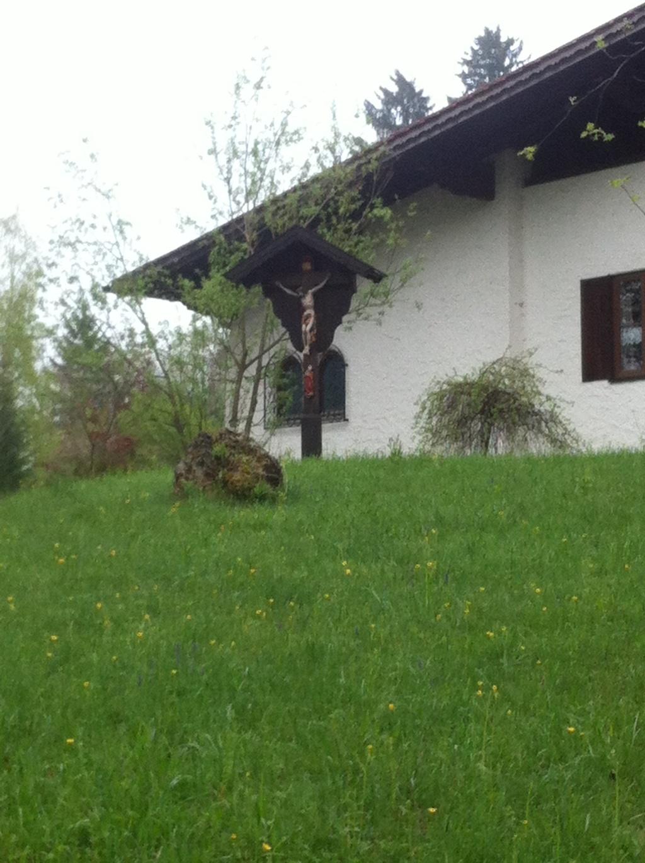 Wegkreuz am Ortsrand von Huglfing ()