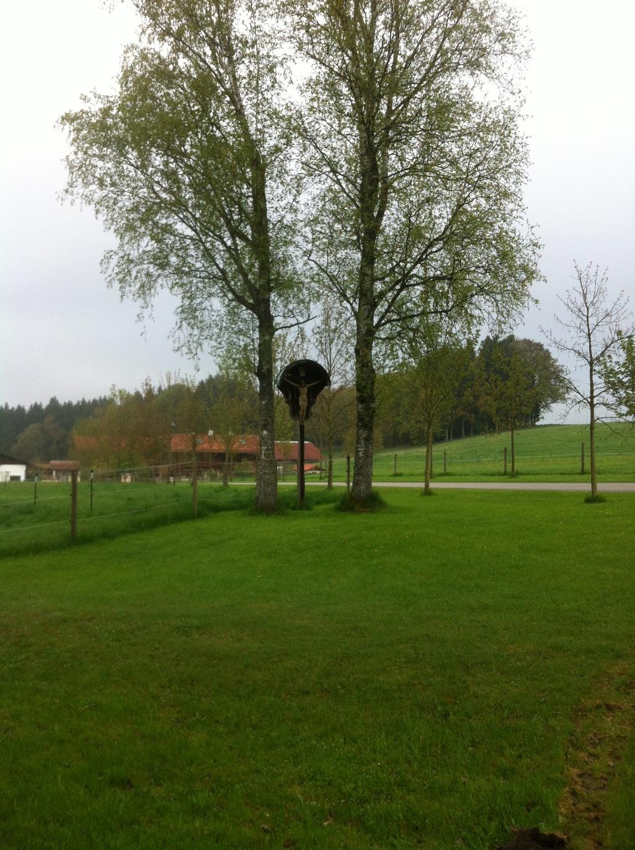 Wegkreuz westlich von Huglfing ()