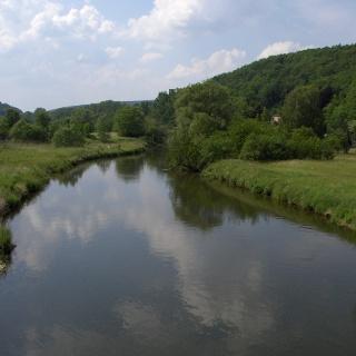 Von der Werrabrücke blicken wir herrlich auf den Fluss.