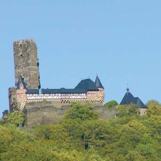 Die mächtige Sauerburg