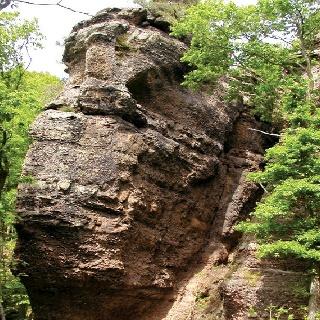 Beeindruckende Felsformationen erwarten uns auf unserem Weg.